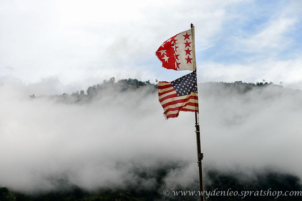 Fahnenmast mit der Walliser- und Amerikanerfahne